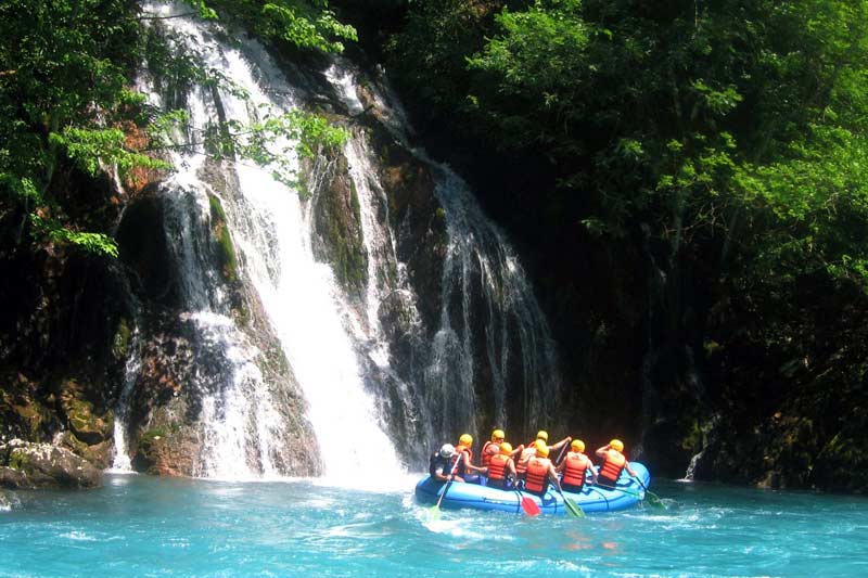 11Pass by a beautiful waterfall during the rafting trip