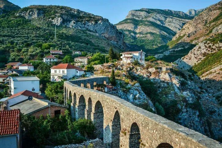11Turkish aqueduct in Stari Bar
